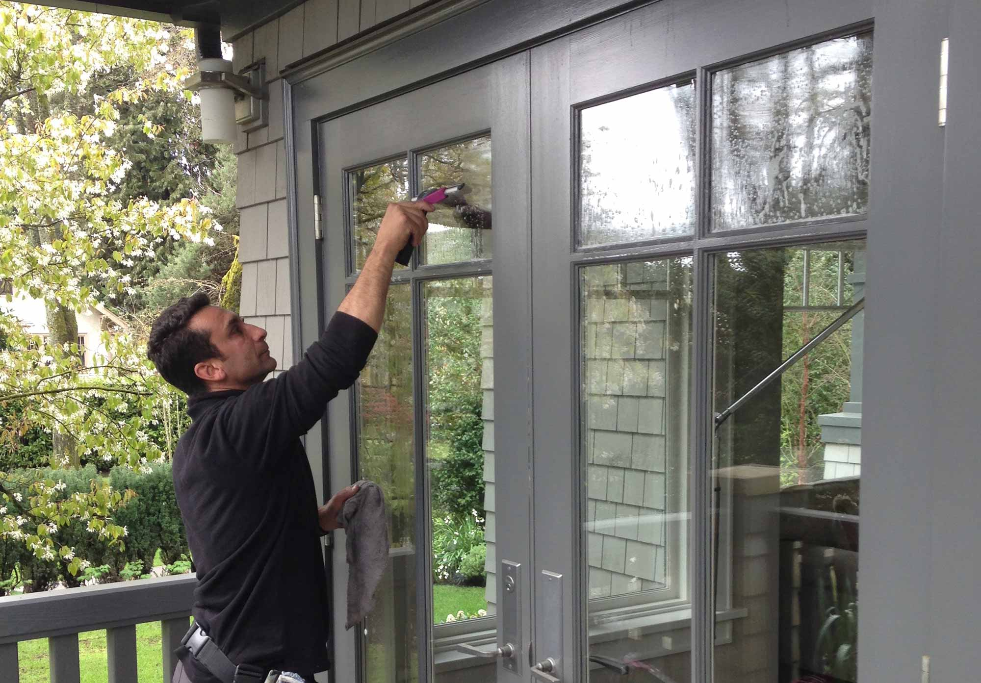 Residential Window Cleaner in Vancouver